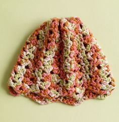 Crochet hat, free pattern.  Gonna try this one with differnt colors.