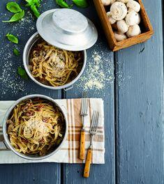 Fettuccine com tomate seco e cogumelos