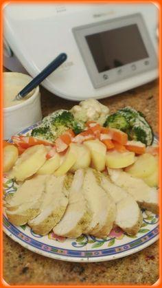 Un plato completo que en 30 mint. Con thermomix esta listo para comer. INGREDIENTES: Solomillos de pavo. Patatas. Una bolsa de verduras variadas o las de vuestra elección. Una cebolleta. Sal, pimienta,moztaza, especias moras, 1/2 limón,un chorrito de vino blanco y perejil. 100 gr. Nata. Una bolsa de asar. PREPARACION: Aliñar los solomillos de pavo …