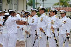 Miembros de la fuerza naval durante la Ceremonia de Entrega de Mando de Armas de la Fuerza Naval del Golfo y Primera Región Naval