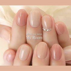 instagramもよろしくお願いします!ID:yukachiso ニュアンス違いのベージュピンクで塗り分けたシンプルネイル♪ オフィスネイルにもおすすめです(*^^*) #シンプルネイル #オフィスネイル #ショートネイル #ベージュピンク #my_room #ネイルブック