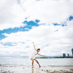 【rie1218】さんのInstagramをピンしています。 《#加工なしでこの綺麗さ #凄い#ダンサー#舞踊家#舞踊#青空#海#ビーチ#白コーデ#ハワイ#ホノルル#写真#プロカメラマン#honolulu#Hawaii#beach#ocean#sky#fun#shooting#life#contemporarydance#contemporary#モダンバレエ#コンテンポラリーダンス》