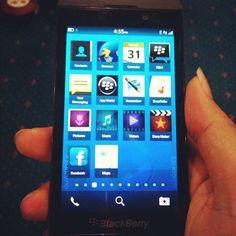BlackBerry 10 homescreen leak  ما رأيك في واجهة بلاك بيري 10 المسربة منذ ايام ؟