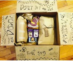 Harry Potter Care Package geschenke harry potter Don't Let the Muggles Get You Down Harry Potter Gift Box, Harry Potter Presents, Harry Potter Themed Gifts, Harry Potter Fiesta, Harry Potter Thema, Potter Box, Harry Potter Christmas, Harry Potter Birthday, Harry Potter Diy