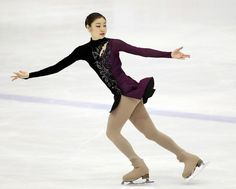 Kim Yuna Debuts New Costume for her Free Skate at th. - The little thins - Event planning, Personal celebration, Hosting occasions Kim Yuna, Ice Skating, Figure Skating, Bobbi Brown, Piercings, People Poses, Slash, Moda Emo, Women Figure