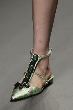 Prada Spring 2003 Ready-to-Wear - Collection - Gallery - Style.com