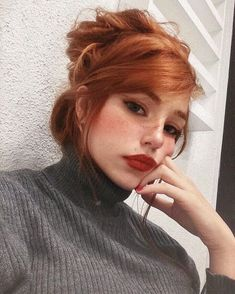 #wattpad #romance Manuela teve seu destino revelado por uma cigana aos quatro anos de idade algo que só sua mãe levou a sério uma garotinha meiga que cresceu sendo mimada e amada por todos principalmente pelo pai que só é o dono de um dos morros mais temidos do Rio de Janeiro o morro da Maré, a princesinha cresceu e... Ginger Hair Color, Hair Color Dark, Ginger Hair Dyed, New Short Hairstyles, Cool Hairstyles, Pixie Haircuts, Redhead Hairstyles, Hairstyles Videos, Ponytail Hairstyles
