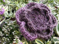 harmaata arkea: Virkattu kukka