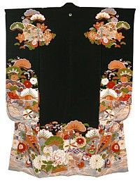 Japanese antique silk kimono with family crest and with lining, 1910's   Japanese extremely beautiful antique black silk kimono with very long sleeve, hand painted inside and out in yuzen technique and partly embroidered with gold treads.  Material: silk  Length:   Price: US$ 1 900.00