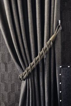 Pretty homemade curtains and homemade curtains - living like the past. for camper Drapes And Blinds, Home Curtains, Curtains Living, Window Curtains, Magnetic Curtain Tie Backs, Curtain Ties, Curtain Fabric, How To Make Curtains, Made To Measure Curtains