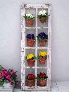 vanha ikkuna ja kukat