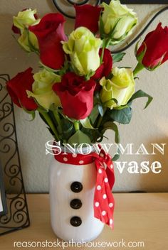 Snowman Vase of 2014 DIY painted mason jars with roses - wedding gift, Christmas craft Mason Jar Christmas Crafts, Mason Jar Crafts, Mason Jar Diy, Holiday Crafts, Christmas Decorations, Christmas Ornaments, Holiday Decor, Snow Man Mason Jar, Party Ideas For Teen Girls
