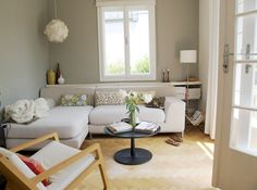 love this apartment. (via AT http://www.apartmenttherapy.com/green-style-katrins-home-tour-105873#)