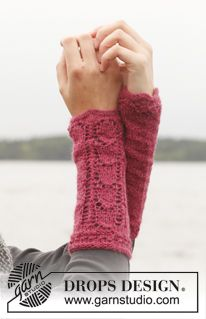 "Knitted DROPS wrist warmers with lace pattern in ""Alpaca"". Size one-size. ~ DROPS Design"