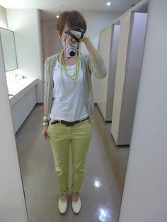 想像以上に寒かった・・・が、色だけは春らしく。 アウター、カーディガン、パンツはユニクロ。 TシャツはGAP。