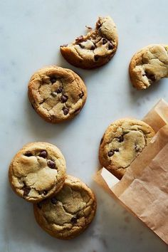 chocolate chip cookies with real mint Gourmet Cookies, Mint Cookies, Chocolate Chip Cookies, Mint Chocolate, Think Food, I Love Food, Tea Cakes, Cookie Recipes, Dessert Recipes