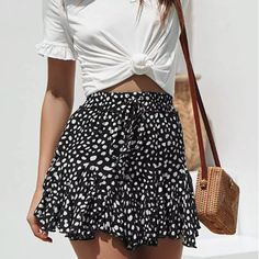 Printed Skirt Outfit, Casual Skirt Outfits, Casual Dresses, Summer Skirt Outfits, Skirt Fashion, Fashion Outfits, Female Outfits, Short Skirts, Mini Skirts