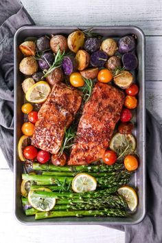 Best easy & delicious healthy salmon recipes for clean eating. Quick meal prep for diet - including raw baked snack bbq and dishes for two. This tips. Healthy Salmon Recipes, Veggie Recipes, Lunch Recipes, Seafood Recipes, Dinner Recipes, Cooking Recipes, Avocado Recipes, Fish Recipes, Clean Eating
