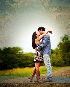Good tips for engagement shoots | Couples and engagements photography | Outside | Kiss