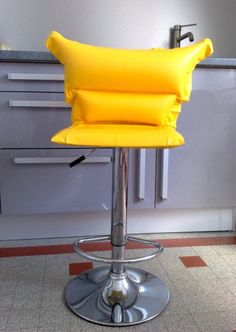 How I revamped an old bar stool with an old mattress inflatable beach.    More information: Lavieenrouge. website ! Submitted by: Sylvine Cadic ! #Bar, #Stool