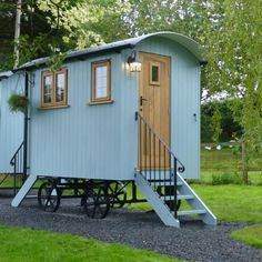 Black Mountain Shepherds Huts - Tailor Made Shepherds Huts Small Tiny House, Tiny House Living, Tiny House On Wheels, Small Living, Garden Huts, Garden Cottage, Monsaraz, Trailers, Shepherds Hut