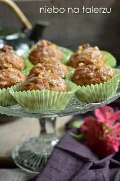 Muffinki marchewkowe z jabłkami - bardzo dobre i szybkie w przygotowaniu babeczki. Marchewkę należy zetrzeć na grubej tarce lub malakserem.