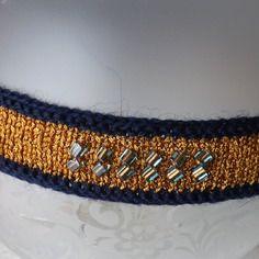 Bandeau de fête en tricot doré et bleu marine