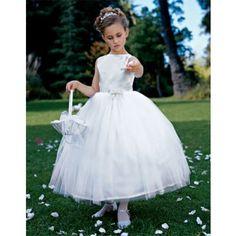 Imagini rochii fete  Fetita ta va arata angelic in aceasta rochita. Girls Dresses, Flower Girl Dresses, Wedding Dresses, Cute, Flowers, People, Fashion, Dresses Of Girls, Bride Dresses