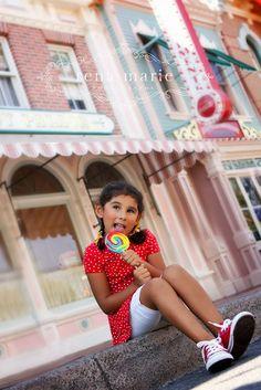 Rena Marie Photography, Disney Photo Shoot, Disneyland, Disney family pictures, Cute Disney shots