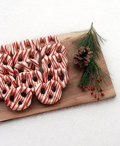 Turn a cheap bag of pretzels into a festive holiday gift!