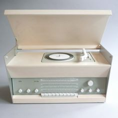 Braun / Atelier 3 record player/radio / By Dieter Rams. Radios, Karim Rashid, Vintage Designs, Retro Vintage, Retro Design, Dieter Rams Design, Braun Dieter Rams, Record Players, Vintage Records