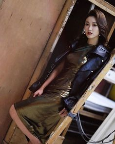 Chi Ming Tong(@chiming.tong.12)• Instagram 相片與影片 Bowie, Leather Skirt, Skirts, Instagram, Fashion, Moda, Leather Skirts, Fashion Styles, Skirt