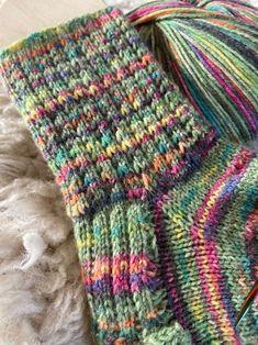 Vicky& foam waffle pattern a blanket Crochet Teddy Bear Pattern, Crochet Amigurumi Free Patterns, Plush Pattern, Knitting Patterns, Knitting Blogs, Knitting Socks, Knit Socks, Patterned Socks, Bag Patterns To Sew