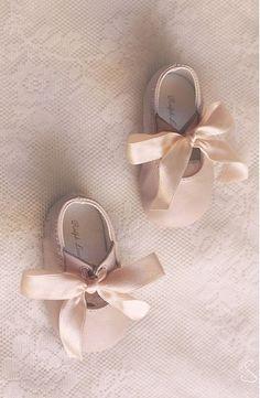 Baby ballerina flats! Love the big satin bows~❥