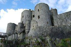 Harlech Castle is een kasteel in Harlech, Gwynedd, Wales. Het is gebouwd bovenop een klif dicht bij de Ierse Zee. Bouwkundig is het kasteel noemenswaardig vanwege het forse poorthuis.  Het kasteel is als onderdeel van de Kastelen en stadsmuren van King Edward in Gwynedd opgenomen op de Werelderfgoedlijst van de UNESCO.