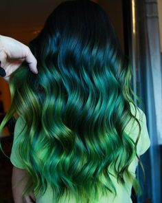 23 Stylish and Fun Hair Dye ideas to try in 2019 - Hair Colors - New Hair Styles Vivid Hair Color, Green Hair Colors, Hair Dye Colors, Ombre Hair Color, Cool Hair Color, Green Hair Ombre, Ombre Hair Dye, Mint Green Hair, Neon Green
