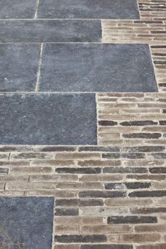 Mix up texture and colour in you hard landscaping #paving #cobbles #patio…