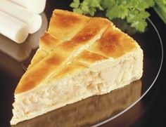 Torta de Palmito - 110Kcal a Fatia  Recheio: Aqueça ½ colher de margarina light e refogue 2 tomates sem pele nem sementes, 4 colheres de cebola e 6 palmitos, tudo picado. Junte 1 envelope de caldo de legumes em pó, ½ colher de amido de milho e ½ pote de iogurte. Deixe engrossar.  Massa: Misture e amasse bem: ½ xícara de amido de milho, 1 ½ xíc de farinha de trigo, ½ col de chá de sal, ½ col de fermento em pó, 1 col de margarina light, 1 clara, ½ pote de iogurte.