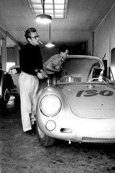 "James Dean (with friend / mechanic Rolf) and his 1955 Silver Porsche 550 Spyder - ""Little Bastard"" Classic Hollywood, Old Hollywood, Hollywood Actresses, Porsche 550 Spyder, Porsche 924, Volkswagen, James Dean Photos, East Of Eden, Actor James"
