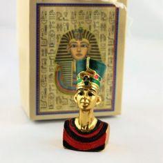 buste nefertiti figurine explorador Les Themes, Magnet, Hair Beauty, Scouts, Civilization, Hunting, Figurine, Travel