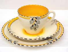 art deco cup and saucers Pineapple Images, China Cups And Saucers, Yellow Cream, Diets For Women, Organic Living, Tea Service, Vintage China, Green And Orange, Mugs