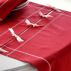 Make a table runner with cloth napkins or place mats. I can't find any Christmas table runners I like! Christmas Projects, Holiday Crafts, Christmas Crafts, Christmas Decorations, White Christmas, Christmas Napkins, Cheap Christmas, Christmas Trees, Make A Table