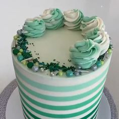 Green Ombré Stripes Cake💚 By: Cake Decorating Piping, Cake Decorating Videos, Birthday Cake Decorating, Cake Decorating Techniques, Cookie Decorating, Green Birthday Cakes, Birthday Desserts, Wedding Cakes With Flowers, Flower Cakes