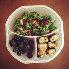 Simple and inexpensive essentials for packing a sack lunch Eat Lunch, Lunch Snacks, Clean Eating Snacks, Healthy Eating, Kid Snacks, Lunch Box, Good Healthy Snacks, Healthy Crockpot Recipes, Inexpensive Healthy Meals
