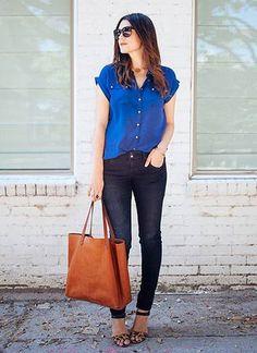 半そでブルーシャツ×デニムのコーデ(レディース)海外スナップ | MILANDA