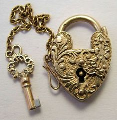 1950's 9k gold embossed heart padlock w/ working key | Sandysvintagecharms.com
