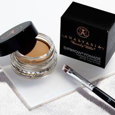 Anastasia Beverly Hills Dipbrow and Brush 12 I wanna try this stuff Red Lips Makeup Look, Edgy Makeup, No Eyeliner Makeup, Makeup Goals, Makeup Tips, Flawless Makeup, Top Makeup Brands, Best Makeup Products, Ruby Rose