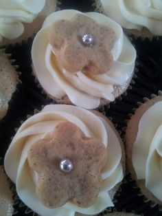 Coffee Cupcake with Coffee Shortbread Coffee Cupcakes, Shortbread, Diana, Wedding Cakes, Desserts, Food, Tailgate Desserts, Meal, Wedding Pie Table