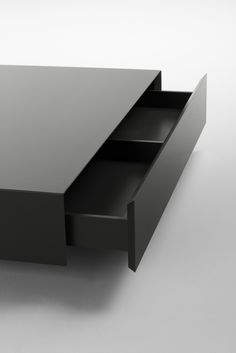 Plat, coffee table with a pull-out drawer by Kendo Mobiliario