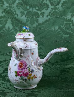 Small chocolate pot with straight handle and floral design, Meissen. 1750-1760